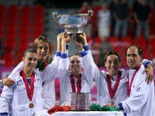 Le azzure festeggiano con il Trofeo conquistato