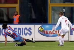 Lo splendido gol del 2-0 di Jan Klaas Huntelaar, 26 anni