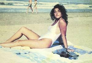 Un'immagine di Simonetta Cesaroni in vacanza