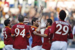 L'esultanza di Francesco Totti, autore di una tripletta contro il Bari