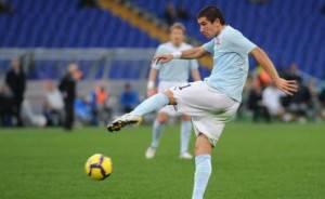 Kolarov in azione con la maglia biancoceleste