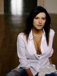 laura-pausini-20050218-26357