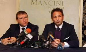 Pietro Lo Monaco seduto accanto a Sinisa Mihajlovic