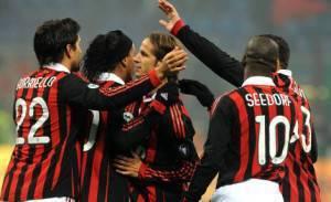 L'esultanza dei giocatori del Milan dopo il gol di Borriello