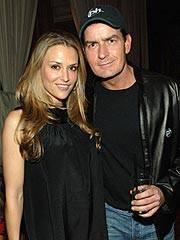 L'attore Charlie Shhen con la moglie, Brooke Mueller
