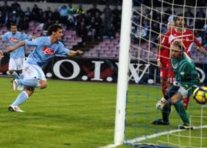 Napoli-Bari: Maggio mette in rete il gol del provvisorio 2-2