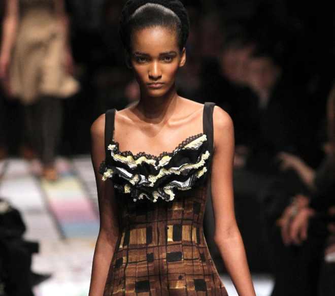 save off 87917 16991 Milano moda: la donna di Prada si sveste, quella di D&G si copre