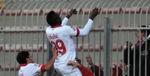 Okaka, calciatore del Bari