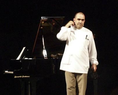 Sabato 9 aprile al Politeama di Prato ultimo appuntamento della rassegna Autori in Musica con in scena Elio e il flautista Fabbriciani