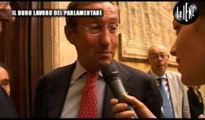 Le iene ecco quanto lavorano i parlamentari italiani for I parlamentari italiani