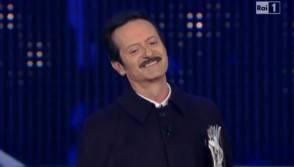 """Festival di Sanremo 2012: """"Votiamo per alzata di mano ..."""