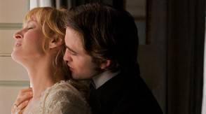 belami1 294x163 Il seduttore Robert Pattinson bacia tutte in Bel Ami (FOTO)