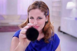 Clio Make Up su Real Time1 294x195 Clio Make up  Limpacco per occhi stanchi e il make up contro le macchie