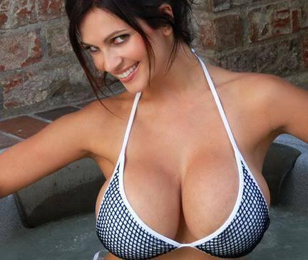 Las 10 famosas con los mejores senos Naturales