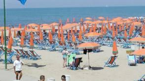 Caldo: morte due persone in spiaggia a Tirrenia