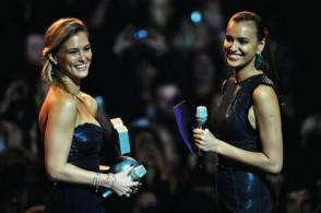 Irina-Shayk-e-Bar-Refaeli-wearing-REPLAY