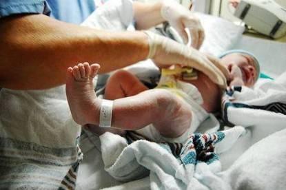 neonati-ospedale-infermiera_full