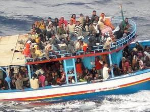 barcone canalesicilia1 ufs 400x300 294x220 Naufragio Lampedusa: si cercano ancora decine di dispersi