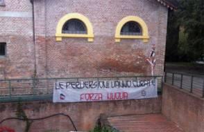 cassero fn 294x191 Omofobia/Forza Nuova: striscione omofobo al Circolo Arcigay di Bologna. Rabbia sul Web