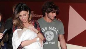 Belen con Stefan e loro figlio
