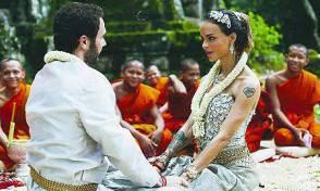 nina-moric-e-massimiliano-dossi-sposi-cambogiani