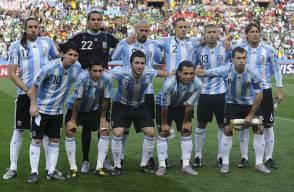 from left, top : Argentina's midfielder