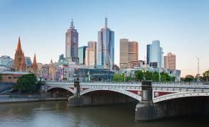 Melbourne_Skyline_and_Princes_Bridge_-_Dec_2008