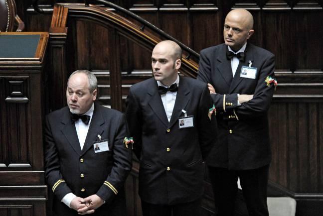 Dipendenti parlamento arrivano i tetti agli stipendi ed for Camera e senato