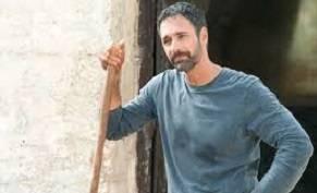 Raoul Bova è il contadino di 'Sei mai stata sulla luna?', nuova commedia di Genovese