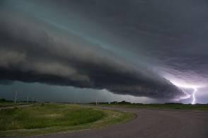 shelf-cloud-and-lightning-jennifer-brindley