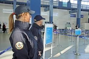 Presi di sicurezza al Terminal 5 dell'aeroporto Leonardo da Vinci, Fiumicino (Roma), 19 gennaio 2015. ANSA/TELENEWS