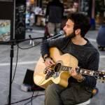 Artista di strada multato a Bologna: parte la colletta online