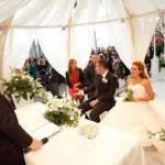 """Gli italiani si sposano poco: """"la colpa è anche della Chiesa!"""""""