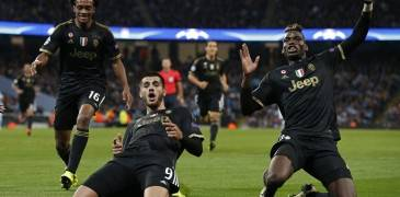 Football - Manchester City v Juventus - UEFA Champions League Group Stage - Group D - Etihad Stadium, Manchester, England - 15/9/15 Alvaro Morata celebrates with Paul Pogba (R) after scoring the second goal for Juventus Reuters / Phil Noble Livepic EDITORIAL USE ONLY.