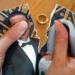 Donna in pensione scopre che il marito ha altre 47 mogli in giro per il mondo
