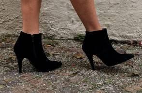 stivaletto-suede-nero-tacco-medio-comodo-fashion-winter-2016-donna-chic-shopping-online-cenerentola-calzature-abbigliamento-cuneo-2
