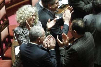 Unioni civili: Senato, applauso Pd, abbracci a Cirinnà