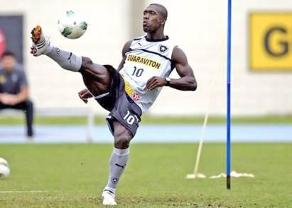 Clarence-Seedorf-em-treino-no-botafogo1-24-07-12