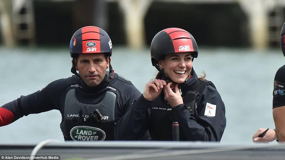 Kate Middleton insieme al Campione Mondiale Sir Ben Ainslie, quattro volte medaglia d'oro alle Olimpiadi