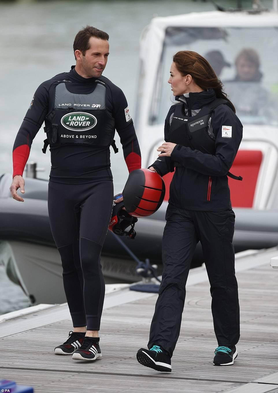 Kate Middleton skipper per un giorno, a bordo di un catamarano con Sir Ainslie