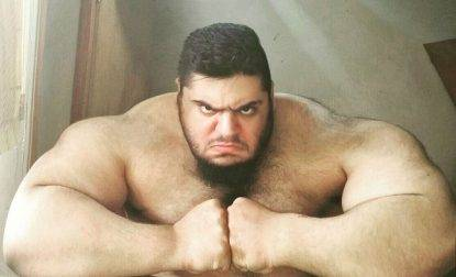You-wont-believe-how-big-this-Iranian-Bodybuilder-is-whom-they-call-the-Persian-Hercules