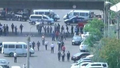 Tensione in Armenia, gruppo armato per le strade della capitale