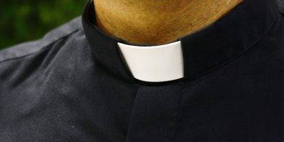 Catania, coltello alla gola di un 15enne per rapporti sessuali. Indagato parroco