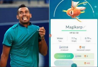 tennista gioca a pokemon