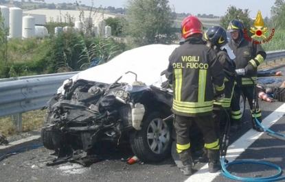 Schianto sull'autostrada: muore una coppia In gravi condizioni bambino di sei mesi
