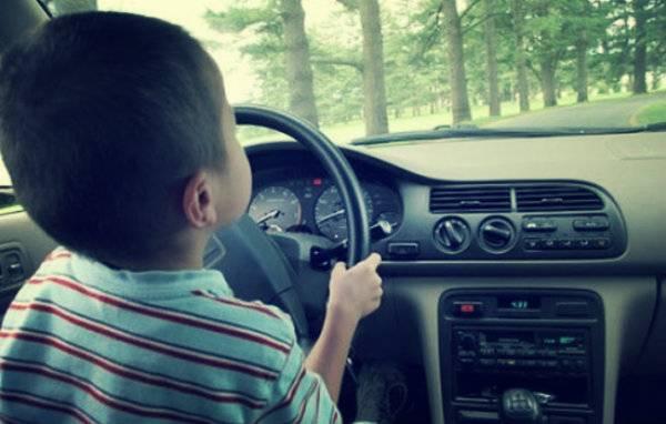 Bimbo di 12 anni guida per 160 km insieme ad un amico per incontrare i suoi nonni