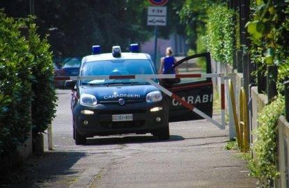Bergamo, giallo su morte insegnante accoltellata al collo: indagato marito