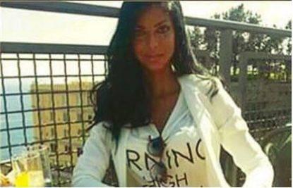 'L'ha rimosso subito il vigliacco': Lucarelli contro un salernitano che insulta Tiziana