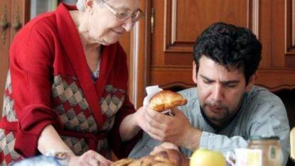 Sempre più giovani a casa con mamma, record italiano nell'Ue (67%)