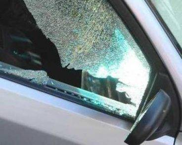 Auto incidente finestrino